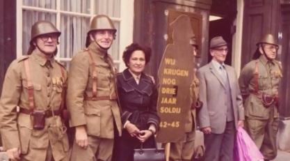 Ca 1978 madjoe eist 3 jaar soldij  op het Binnenhof