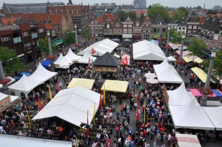 Dordrecht Pasar Malam eten sateh drinken markt 25-8-2013 Foto : Rinie Boon