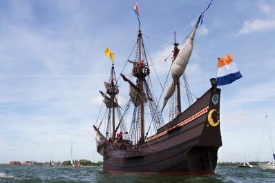 Nadat het fluitschip de Halve Maen jaren als opleidingschip gevaren heeft op de Hudson rivier in in de Verenigde Staten. Is het nu naar Nederland gehaald waar het in Hoorn ligt.